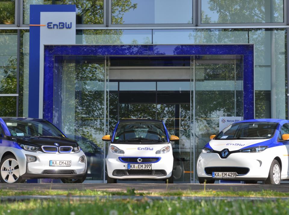 En BW Elektrofahrzeuge vor der En BW Konzernzentrale Electro vehicles in front of En BW Headquarter 200dpi